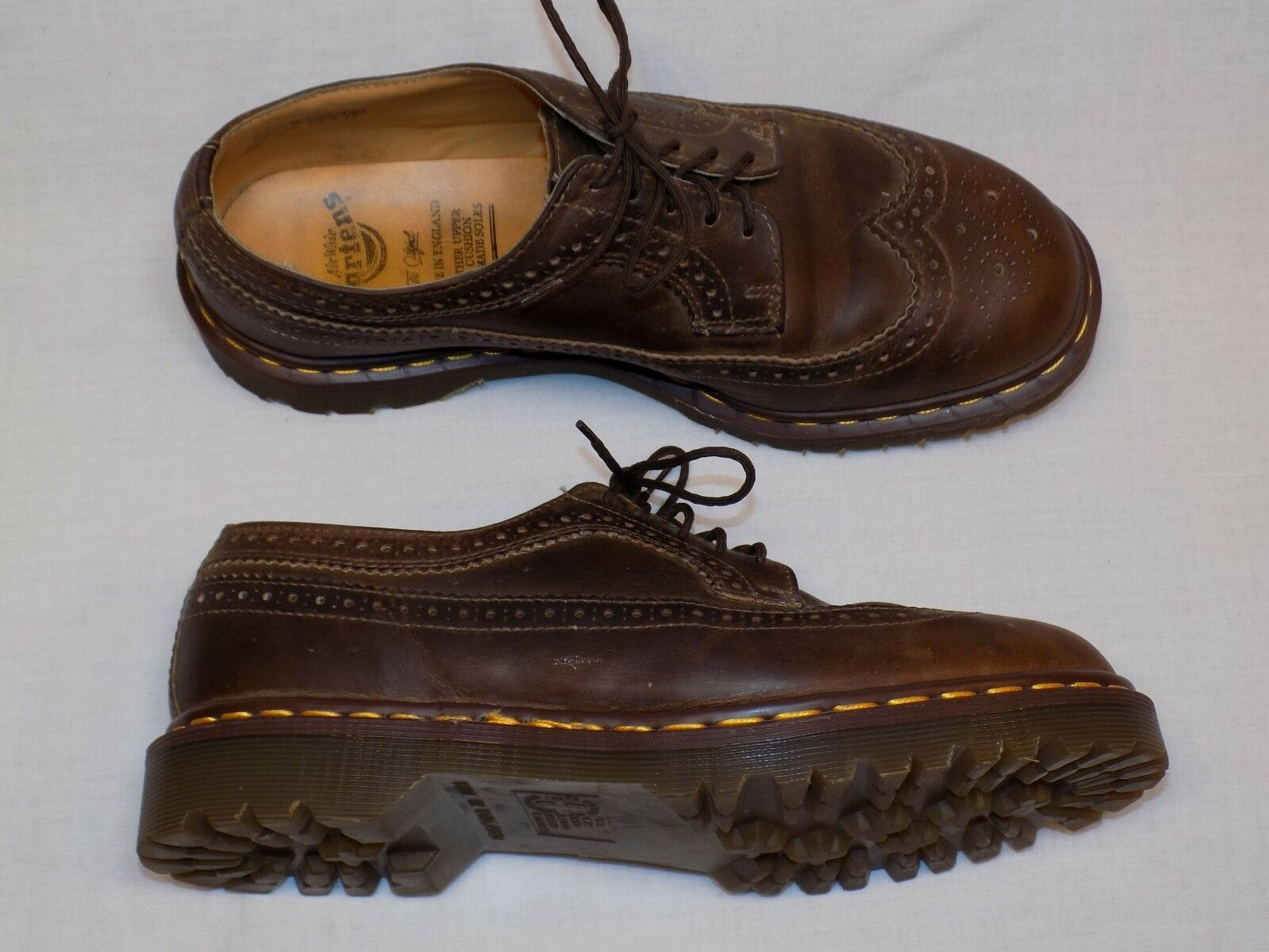 Dr. Martens Made Made Made in England 3989/59 Braun Leder Brogue Wingtip  Herren 9 UK 10 US 87a1fe