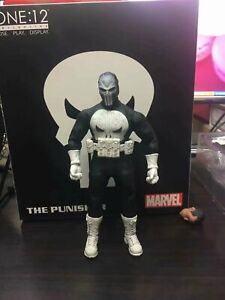 Marvel-Mezco-SDCC-2018-Exclusive-The-Punisher-Frank-Castle-Special-Ops-Edition