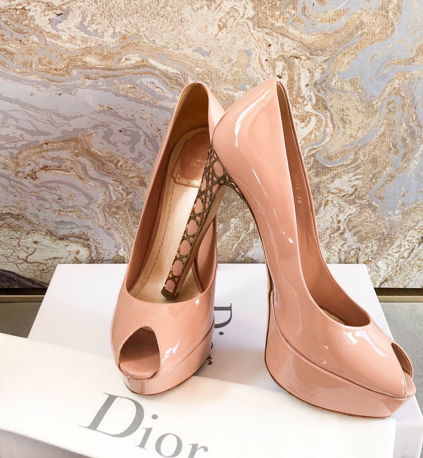 Christian Dior Cannage Heel Patent läder Peep Toe Pump Sz Sz Sz 38  nyhetsartiklar