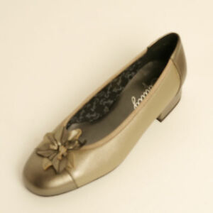 Fitting Court Shoe £64 Rrp E Detail Gold Flower Pewter 99 Leather Equity Davina EqxnA010