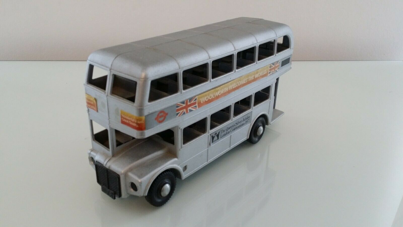 Tudor pink Plastic Plastic AEC Routemaster Bus 1977 Queen's Silver Jubilee Woolworth