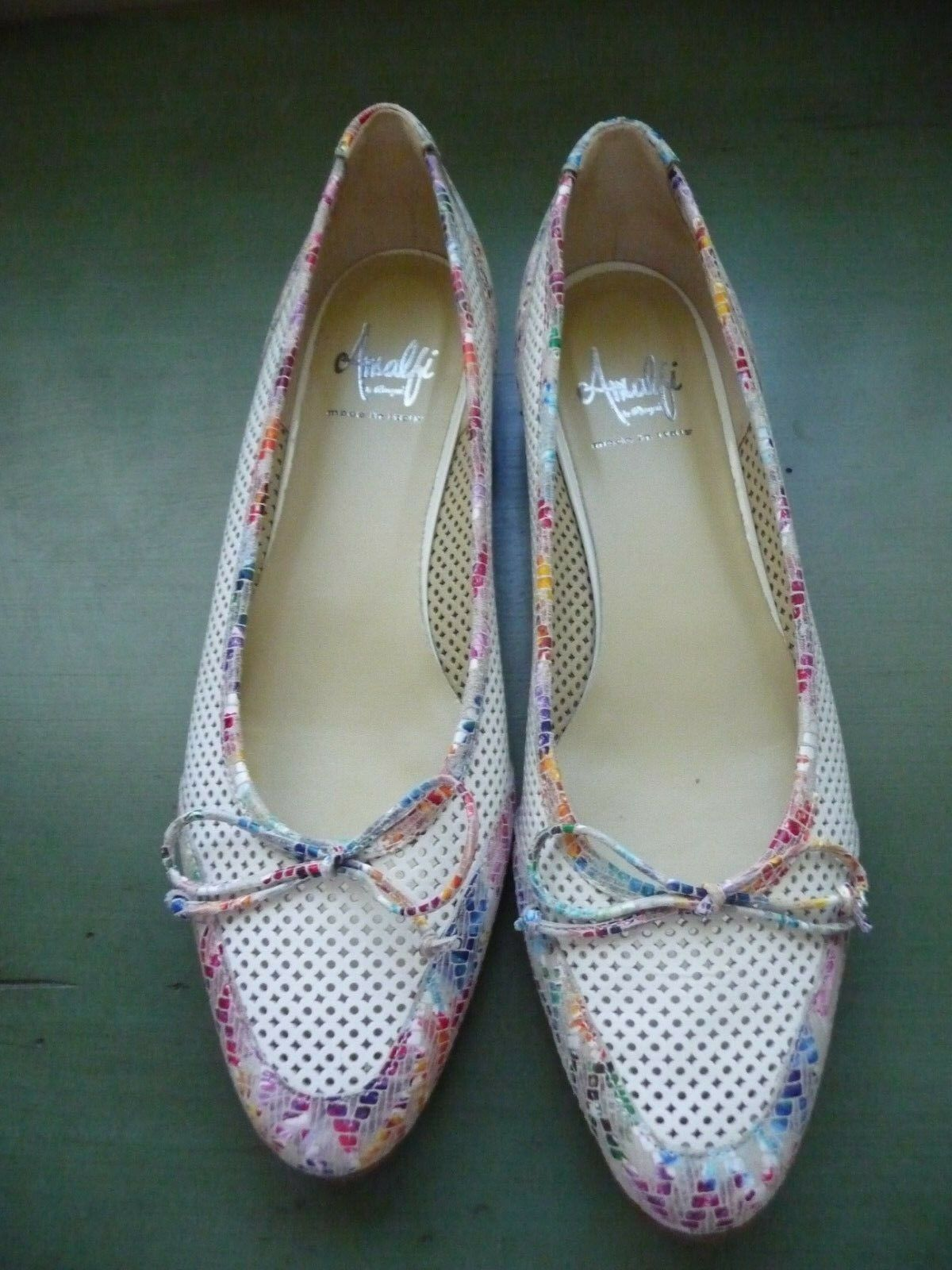 Beautiful Amalfi Cream colord colord colord Flats w Flower Heels and Toes Size 10.5 64d021