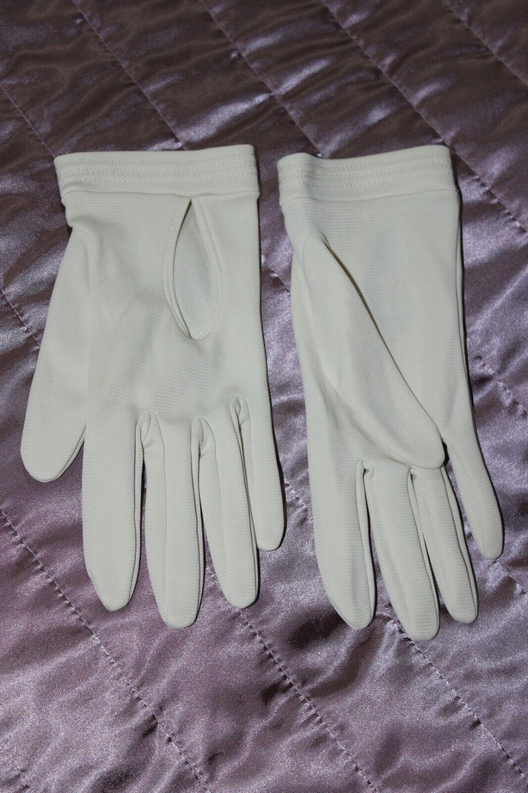 (Ref 22) Vintage Ivory Nylon Ladies Wrist Gloves Size 6 - 6.5