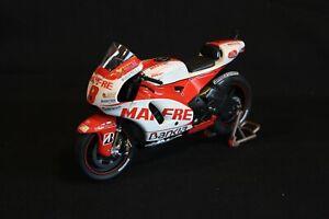 Minichamps Ducati Desmosedici GP11 2011 1:12 #8 Héctor Barberá (ESP) (AK)
