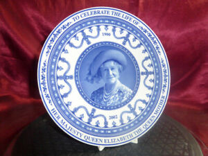 Wedgwood-blue-white-PLATE-Celebrating-the-life-of-The-Queen-Mother-1900-2002