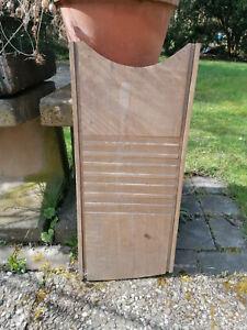 altes französisches Waschbrett aus Holz