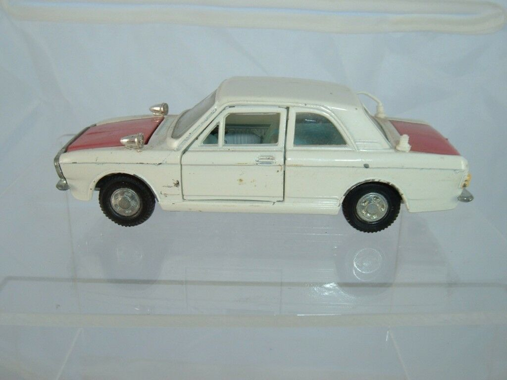 DINKY TOYS 205 LOTUS FORD CORTINA MARK 2 (SEE PHOTOS)