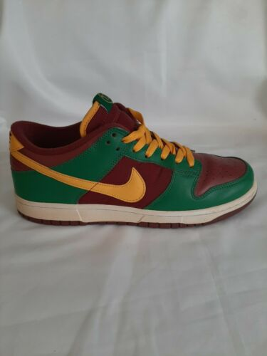 """Nike Dunk Low """"Portugal"""" Size 9.5 2007"""