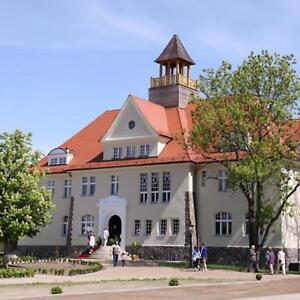 Mecklenburgische-Seenplatte-Wochenende-fuer-2-Schloss-Golf-Hotel-4-Tage-Gutschein