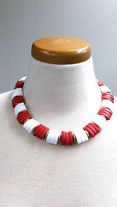 Red-and-White-Lucite-Pieces-with-Gold-tone-Spacers-Vintage-Necklace