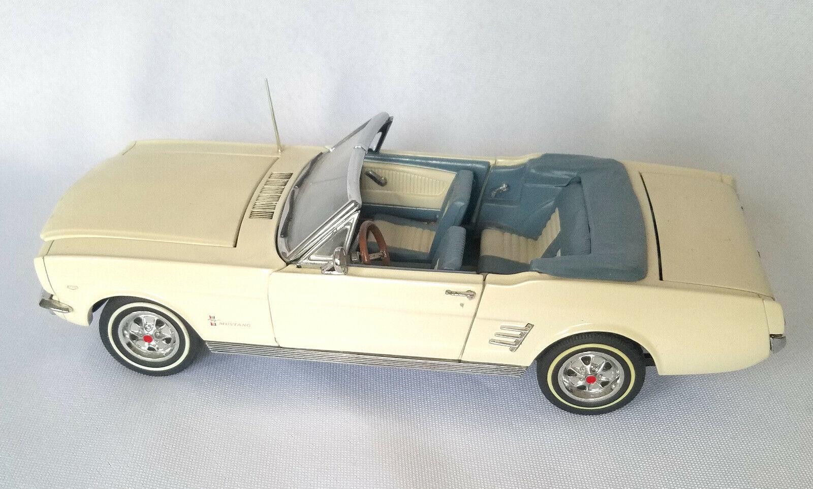 Danbury Mint 1966 Ford Mustang ConGrünible 1 24 Diecast 1 24 Weiß