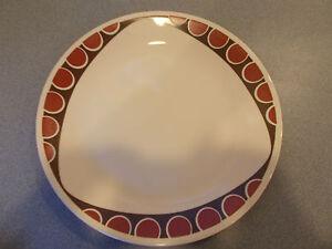 Image is loading CORELLE-DINNERWARE-BEIGE-TRIANGLE-TRIBAL-DINNER-PLATE & CORELLE DINNERWARE BEIGE TRIANGLE TRIBAL DINNER PLATE   eBay