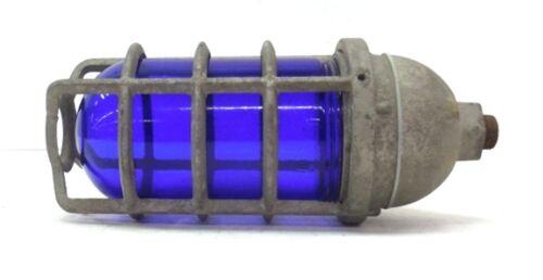 UNKNOWN BRAND INCANDESCENT LIGHTING FIXTURE W// BLUE GLOBE /& ALUMINUM GUARD