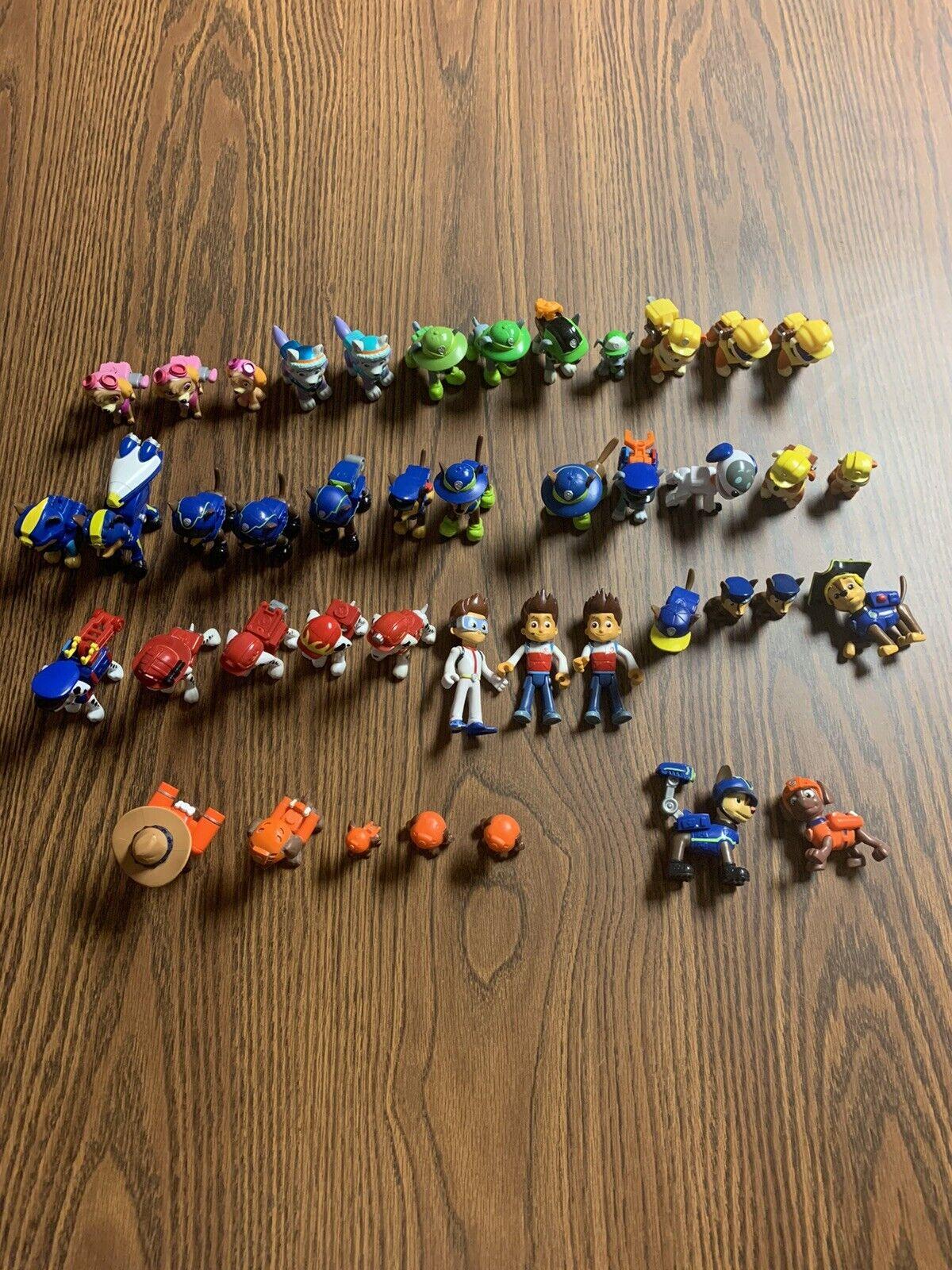 Paw Patrol Figura Lot - 40+ figuras   algunos duplicados