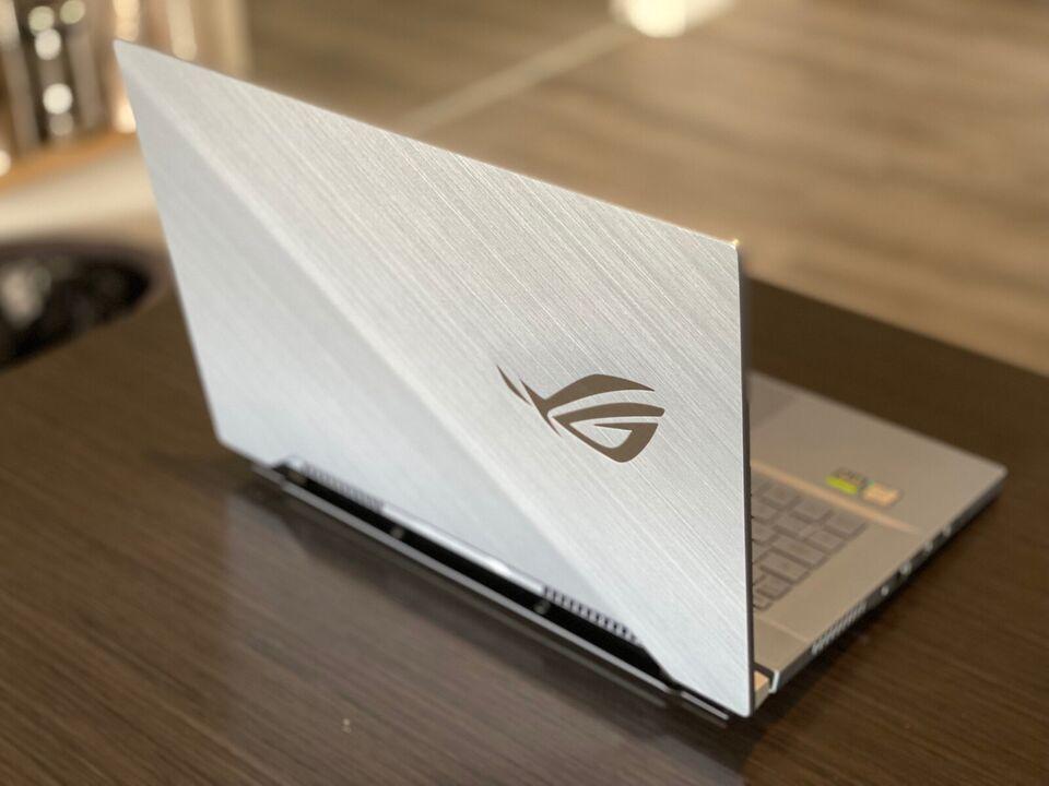 Asus ROG Zephyrus S 15, Intel core i7-9750 (op til 4,5 GHz)