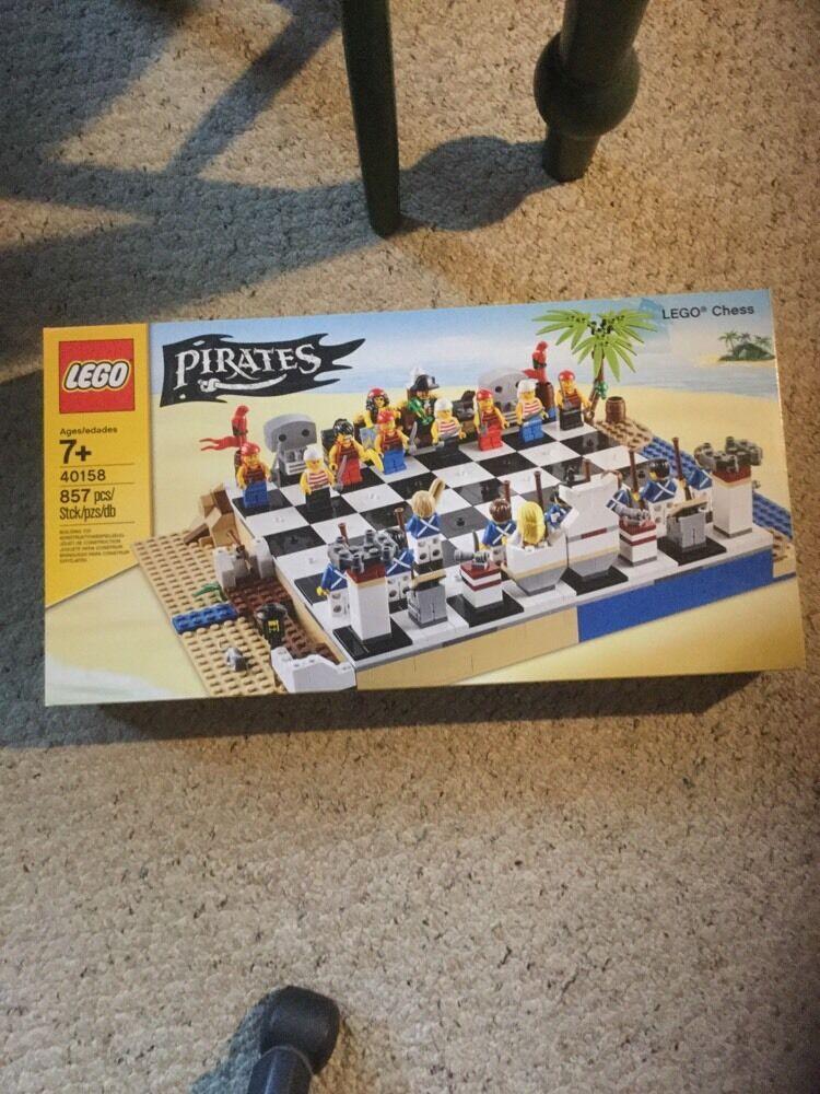 migliore marca NIB Lego Pirates Chess Set.  40158 40158 40158  negozio a basso costo