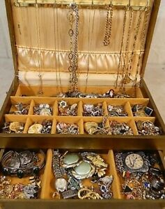 Vintage-Now-Jewelry-20-Pc-Lot-Estate-Costume-Modern-Wear-Sell-Brooch-Necklace