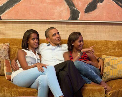 8X10 PHOTO PRESIDENT BARACK OBAMA WITH DAUGHTERS MALIA AND SASHA AB-475