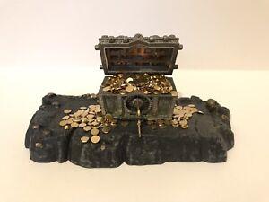 LibéRal 1:12 Scale Miniature Grotte Display Base For Treasure Chest-afficher Le Titre D'origine