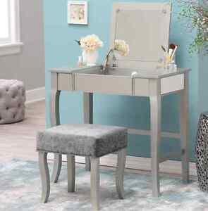 Bedroom Vanity Mirror   Mirrored Bedroom Vanity Set Silver Table Makeup Mirror Cushioned