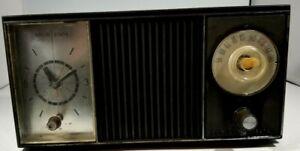 VINTAGE GENERAL ELECTRIC SOLID STATE AM CLOCK RADIO
