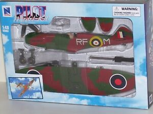 New-Ray-Spit-Fire-Red-Green-Fighter-Airplane-Model-Kit-Brand-Brand-New-in-Box