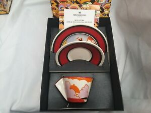 Wedgewood-Clarice-Cliff-Bizarre-Conical-Teacup-Saucer-Side-Plate-Trio-In-Box
