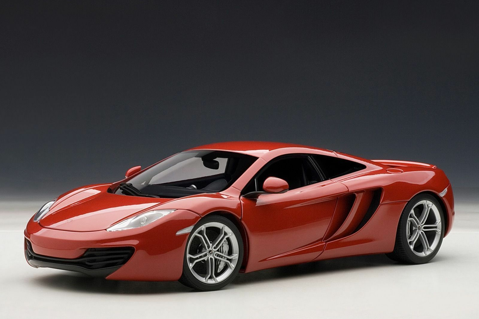 1 18 Autoart mclaren mp4-12c metalizado rosso
