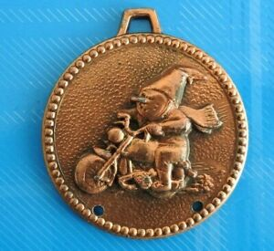 1912-Vintage-Jolie-medaille-d-039-un-Gnome-motard-RARE