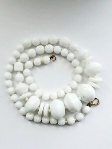 Vintage-Art-Deco-White-Glass-Beaded-Necklace