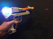 NEW LED LIGHT UP LASER TOY GUN BULK PISTOL RED LASER SOUND EFFECT THIRTY 30 PACK