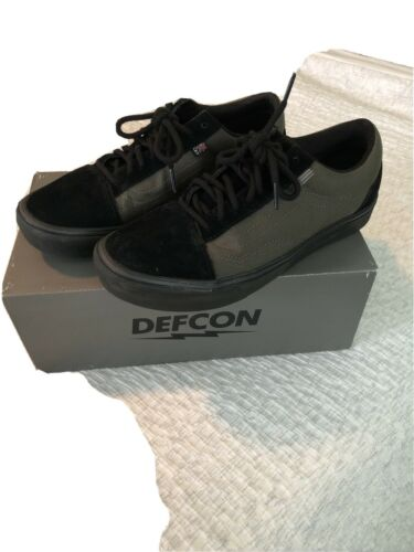 Vans DEFCON Shoes Size 9