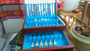 Vintage-Oneida-Silverplate-flatware-set-with-Wood-Box-Royal-Queen-Bess