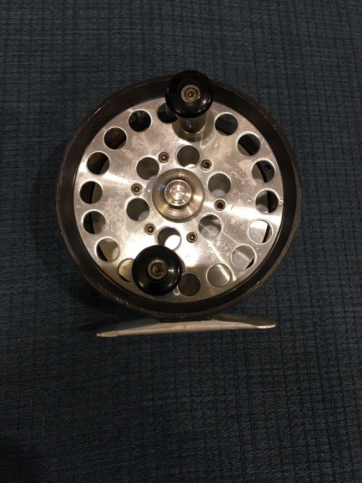 Vintage Herter's 3-3 8  Diameter Fly Reel made in USA