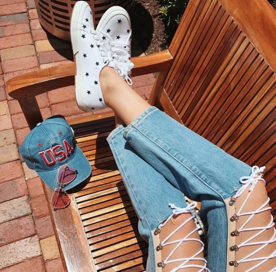 Last one  Superga Damens WEISS schwarz star laced up sneakers sz 6 (Euro 36)