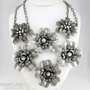 ERICA-LYONS-METAL-FLOWER-STATEMENT-NECKLACE-IMITATION-PEARLS-NWT-RETAIL-48