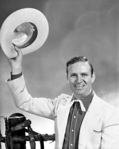OLD-CBS-RADIO-PHOTO-Radio-Western-Singing-Star-And-Actor-Gene-Autry-4