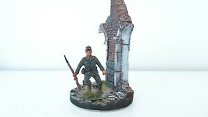 1-32-Wehrmacht-Soldat-Sammlerfigur-auf-Standfuss-fuer-Diorama