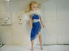 VINTAGE 1970's SINDY DOLL BLONDE HAIR DOLL STUNNING BLUE EVENING DRESS 033055X