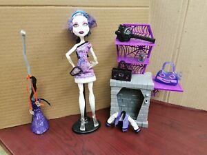 Monster-High-Spectra-Vondergeist-Doll-Acces-Poupee-Accessoires