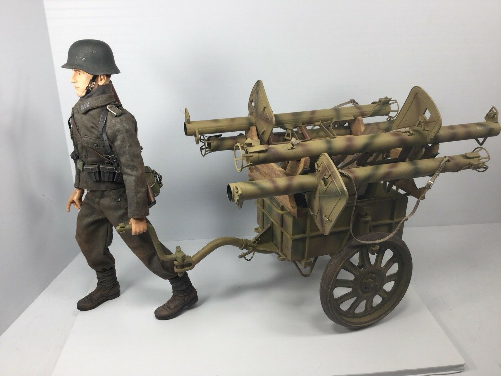 1 6 DRAGON GERMAN VOLKSGRENADIER +(4) PANZERSCHRECK CART & ACCESSORIES WW2 BBI
