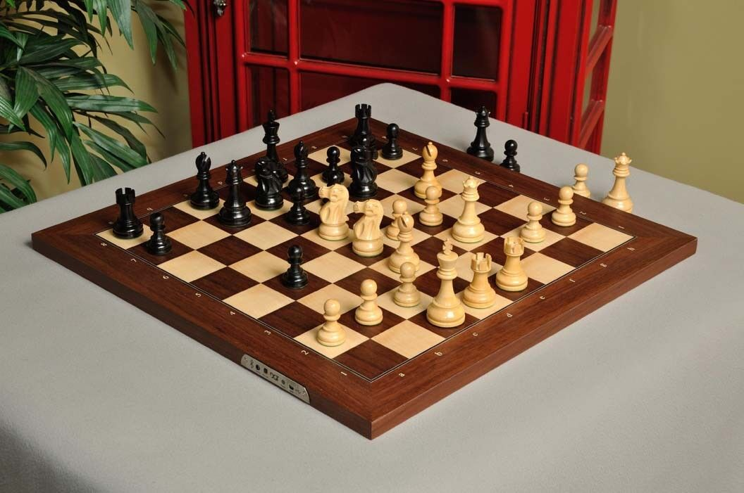 The DGT Projects Electronic Chess Board (eBoard)  - bleutooth Rosebois - with Cla  se hâta de voir