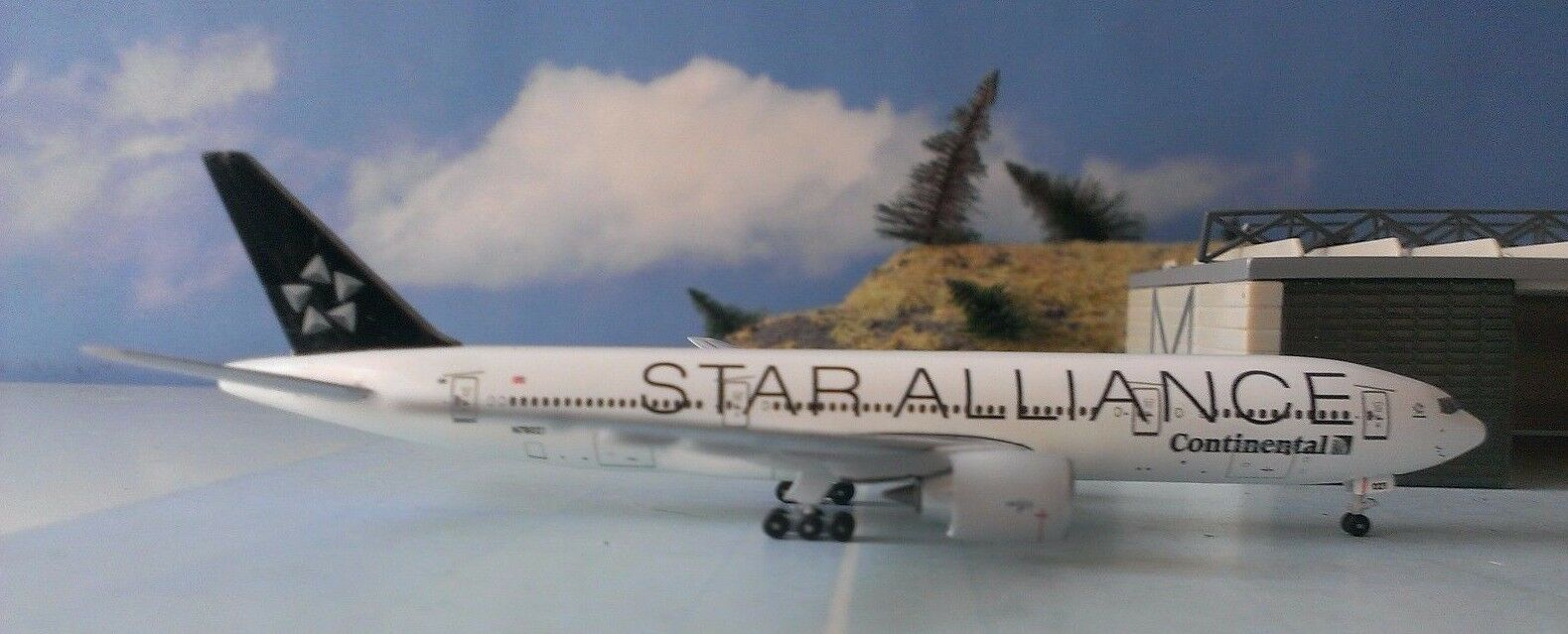 Aero500 1 500 Continental Star Star Star Alliance B777-200 N78021 & Herpa Wings Katalog 378cbc