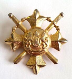 Renaissance-Pin-Gold-tone-Vintage-swords-emblem