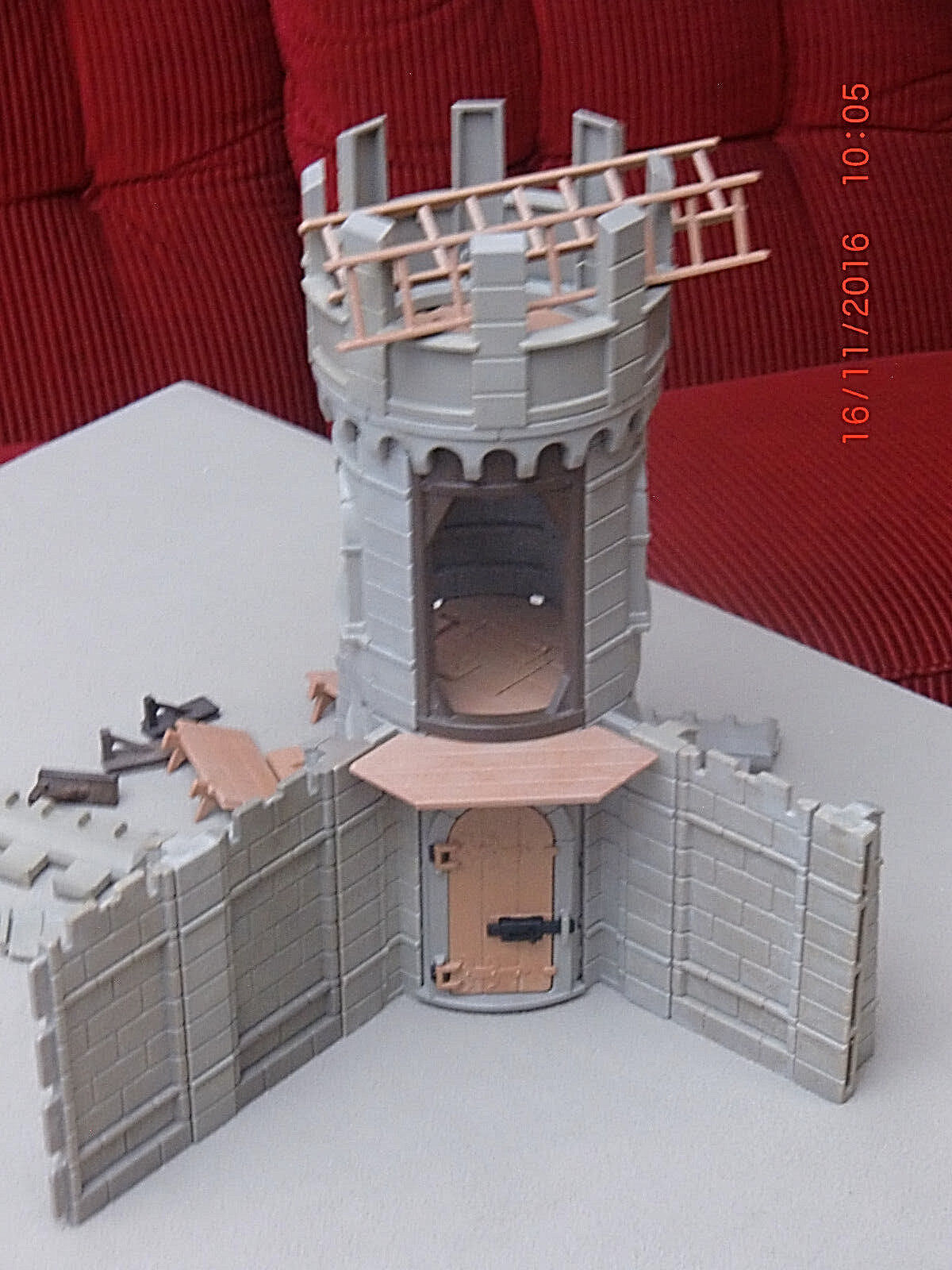 Großer Turm für Ritterburg,  gebraucht, sehr gut erhalten, mit allen Teilen