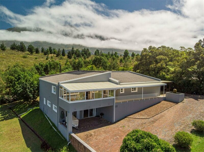 IMMACULATE FAMILY HOME, BEAUTIFUL DESIGN WITH SPECTACULAR VIEWS