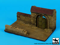Black Dog 1:72 Wall Section With Gate - Resin Diorama Base No.2 150x90mm D72027 on sale