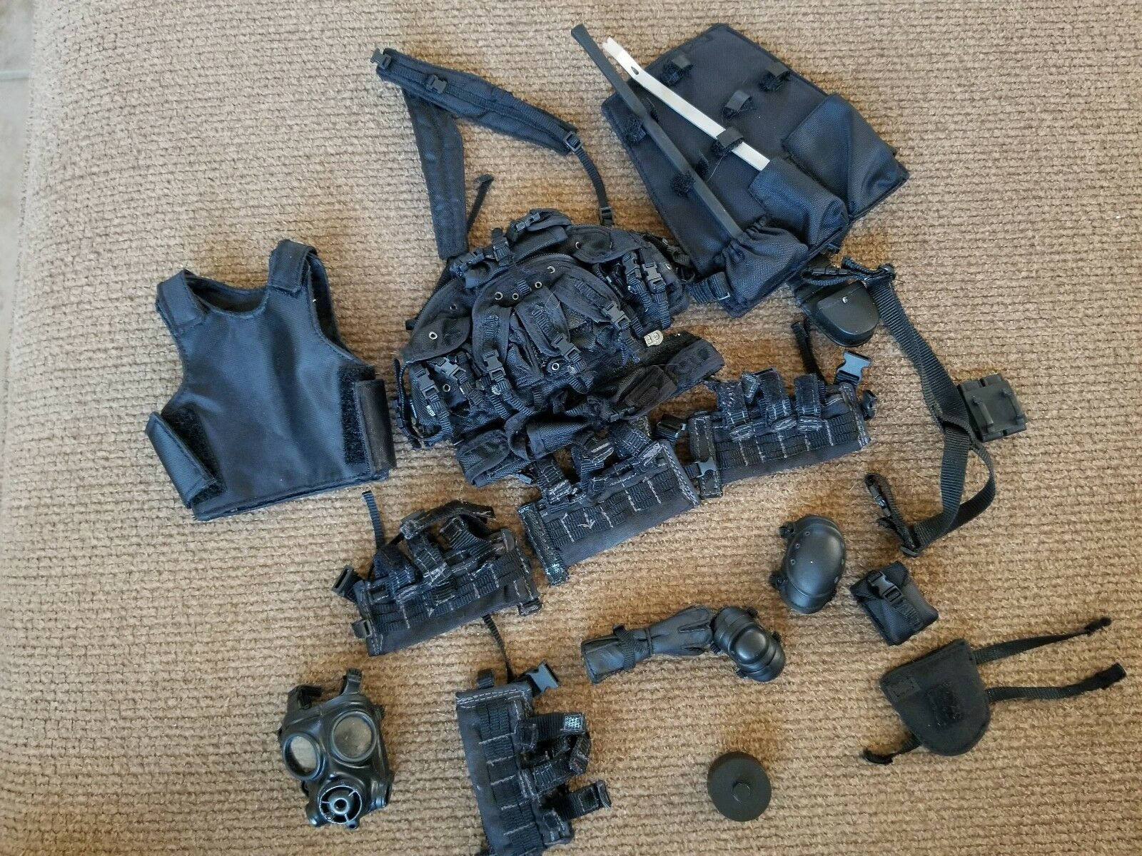 1 6 POLICE EQUIPMENT AND SNIPER VEST LOT FOR ACTION FIGURES.