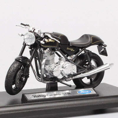 Norton Commando 961 SE Motorcycle Model Welly 1:18 Scale Die-Cast Toy Collection