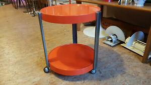 70er-Jahre-Beistelltisch-Barwagen-Orange-Kunststoff-Rollen-2-Ebenen-Rund-Tisch